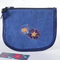 Zipped coin purse with appliqued primroses