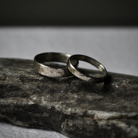 Set of two gold hammered rings 3mm & 5mm, 18ct white gold wedding bands