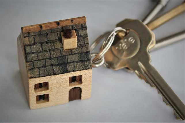 Little wooden house keyring (for your new home)