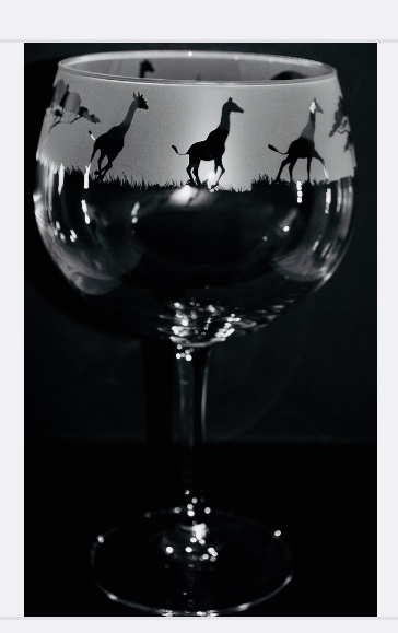 CAT FRIEZE GLASS GIN BALLOON Boxed