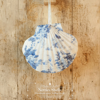 Hanging Antoinette Rose Decoration on Giant Scallop Shell by Netties Shells