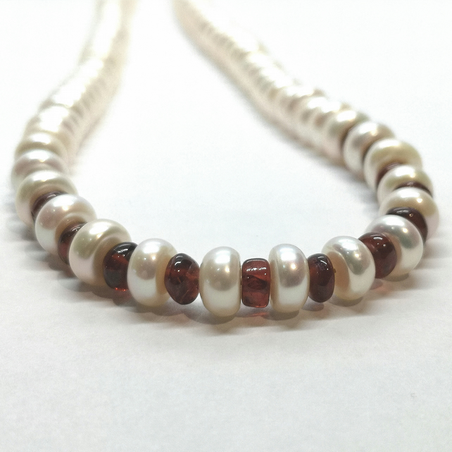 White Button Pearl Necklace With Garnet