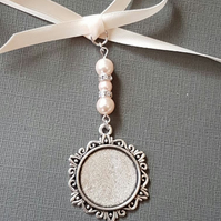 Wedding Bouquet Charm, Bridal Charm, Photo Charm, Round Silver Bouquet Locket
