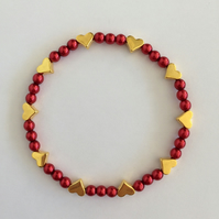 red glass pearl beads and gold plated heart beaded stretch bracelet