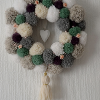 CHIC HANDCRAFTED WOLLEN POMPOM WREATH