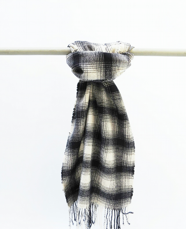 Cosy Lambswool Blanket Scarf - Handwoven & Sustainable
