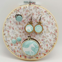 Embroidery hoop jewellery holder