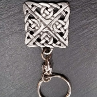 Celtic knot keyring,  ka35  28 mm wide