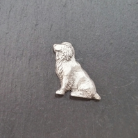 Spaniel pin badge,  pp26 25mm tall