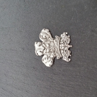 Three feathers pin badge,  pp37  30mm wide