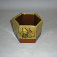 HEXAGONAL HONEY JAR HOLDER EARTHENWARE WITH BEE DECORATION 3 INS HIGH