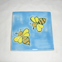 DECORATIVE TILE COASTER WITH BEES