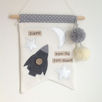 Nursery decor - 'Love you to the moon' - Wall hanging - Nursery - Pom Pom