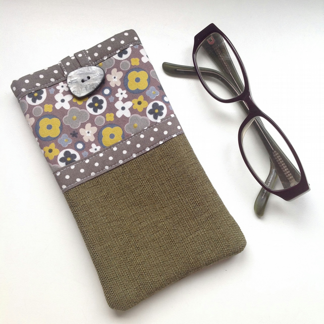 Spectacle case - Fabric glasses pouch - Olive Retro Flora case