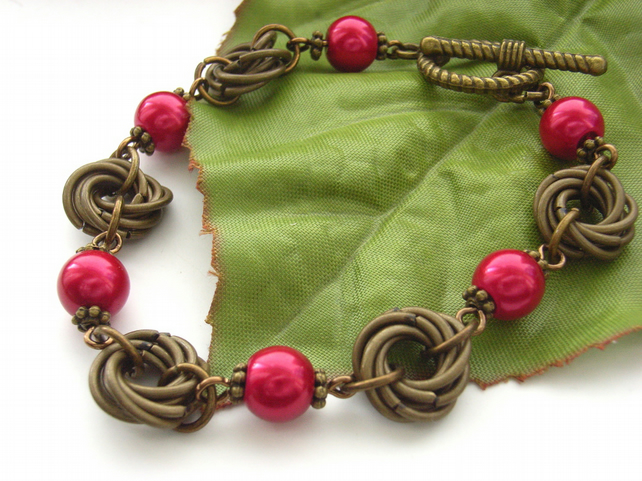 Mobius link red shell pearl bracelet