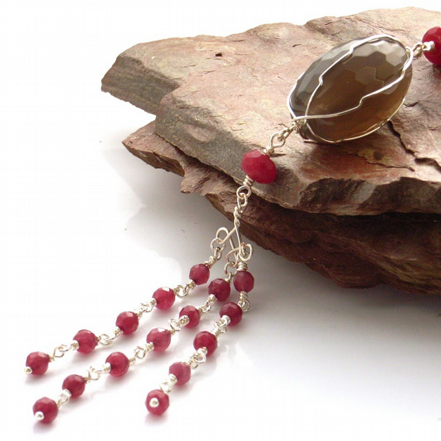 Grey agate and ruby quartzite pendant necklace