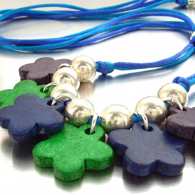 Cord necklace flowers and beads