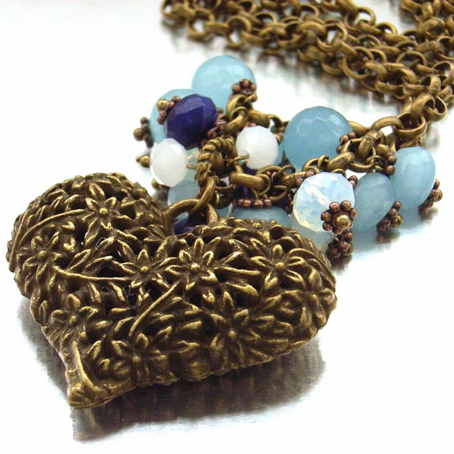 Heart charm pendant necklace in vintage style