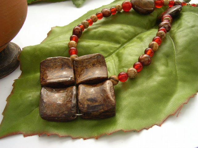 Bronzite carnelian beaded necklace