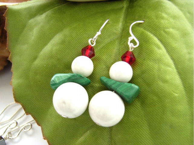 Red and green snowman earrings