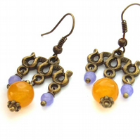 Chandelier earrings in yellow and lilac beads
