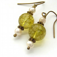 Earrings peridot and pearl