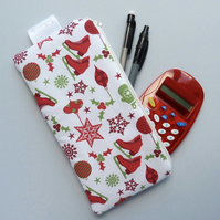 Padded Ice Skate Zipper Pouch (red)
