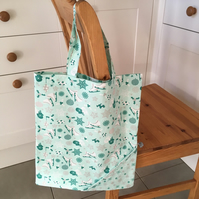 Re-usable and foldable shopping bag in Ice Skate fabric