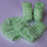 Spring Green  0-3 months baby hat, mittens and booties