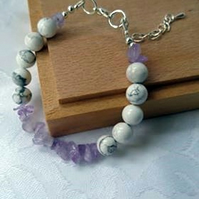 Amethyst bracelet with white howlite beads. Natural stone relaxation jewellery.