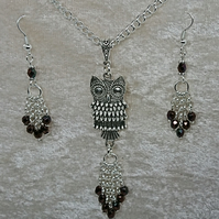 Tibetan silver Owl pendant with Firepolished beads silver plated chain set