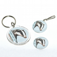 Keyring, badge and zip pull gift set - Badger
