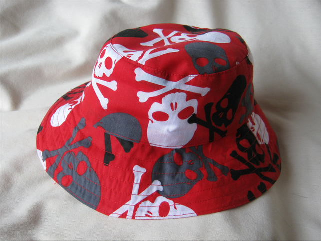 Kids' bucket style sunhat in red pirate skull print - approx 6 to 9 yrs