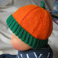 Pumpkin beanie hat in three sizes - hand knitted in orange and green