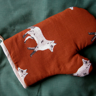 Oven glove in rust brown foxes print cotton fabric