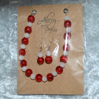 Glass beaded bracelet and earrings set - white and red