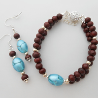 Wood & blue Indian glass jewellery set.