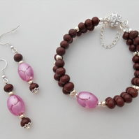 wood & pink Indian glass jewellery set.