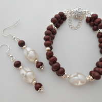 Wood & white Indian glass jewellery set