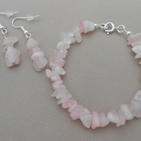 Rose quartz jewellery set in silver plate.
