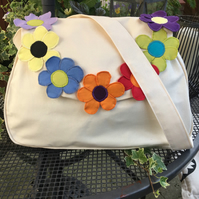 Cream shoulder beach holiday bag