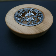 small pot pourri holder or jewellery box