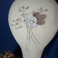 Hairpin with off-white blossom and clear Swarovski crystals bead detail