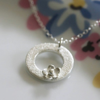 Silver circle flower necklace