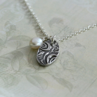 Decorative Fine Silver Oval Pendant with Freshwater Pearl