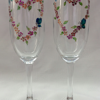 Pretty Heart Champagne Glasses