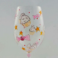 Custom wine glass with cup cake design to order