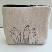 100% lambswool purse with machine embroidery snowdrops.