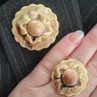 Mottled goldey brown ceramic brooch with matching ring