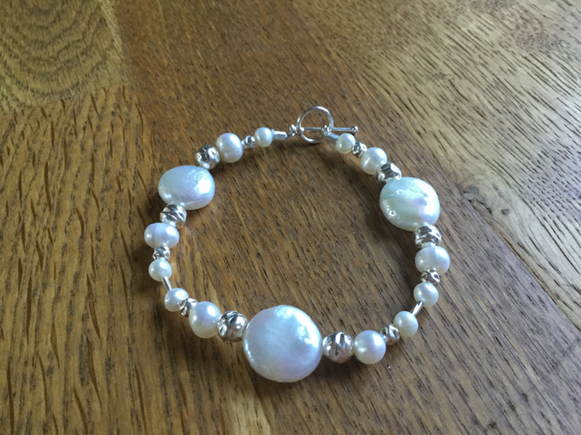 Stunning freshwater white pearl and silver bracelet